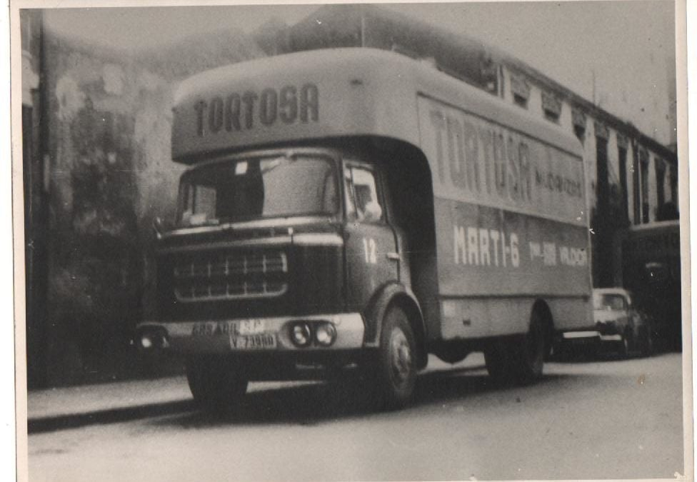 Antiguo camión de Mudanzas Tortosa